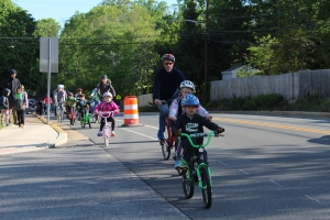 photo of a Bike to School Week bike train